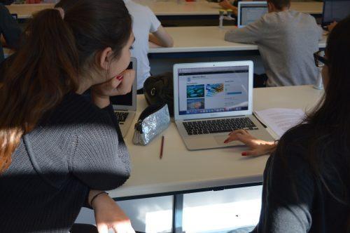Students looking at Kognity